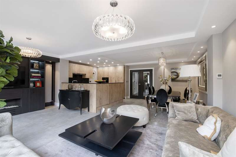 4 Bedrooms Apartment Flat for rent in Court Close, St. Johns Wood Park, London, NW8