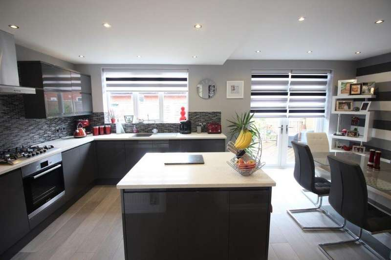 5 Bedrooms Detached House for sale in Snowshill Crescent, Thornton-Cleveleys