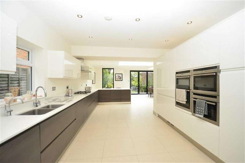 4 Bedrooms House for sale in Oakleigh Park South, Oakleigh Park