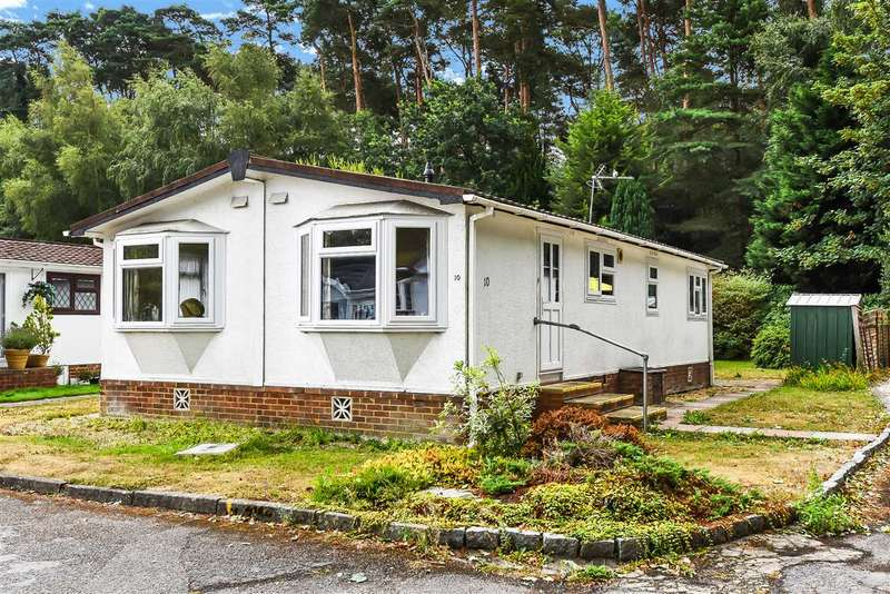2 Bedrooms Park Home Mobile Home for sale in Pinewood Park, Wokingham