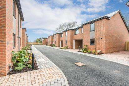 4 Bedrooms Terraced House for sale in 488-496 Portsmouth Road, Southampton