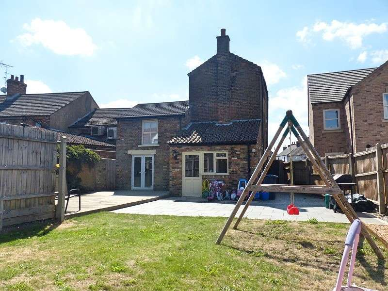4 Bedrooms Town House for sale in Syers Lane, Whittlesey, Peterborough, Cambridgeshire. PE7 1AT