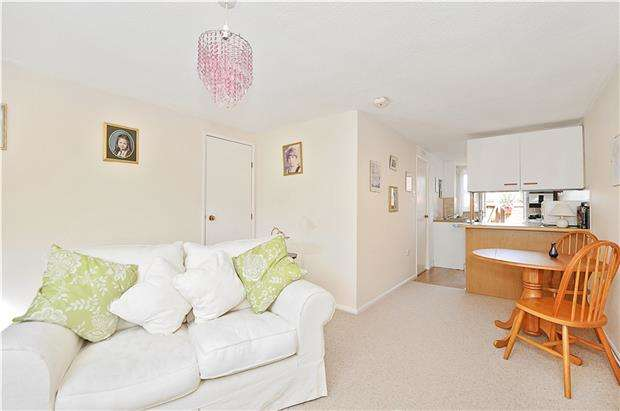 1 Bedroom Flat for sale in Turnberry, Warmley, BS30 8GL