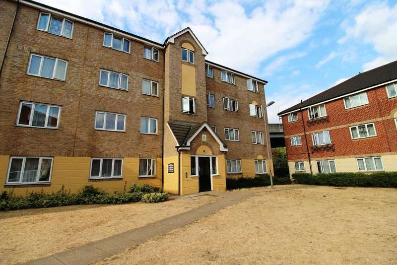 2 Bedrooms Flat for sale in Culpepper Close, Edmonton, London, UK, N18 2DT