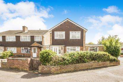 3 Bedrooms Detached House for sale in Kimble Drive, Bedford, Bedfordshire