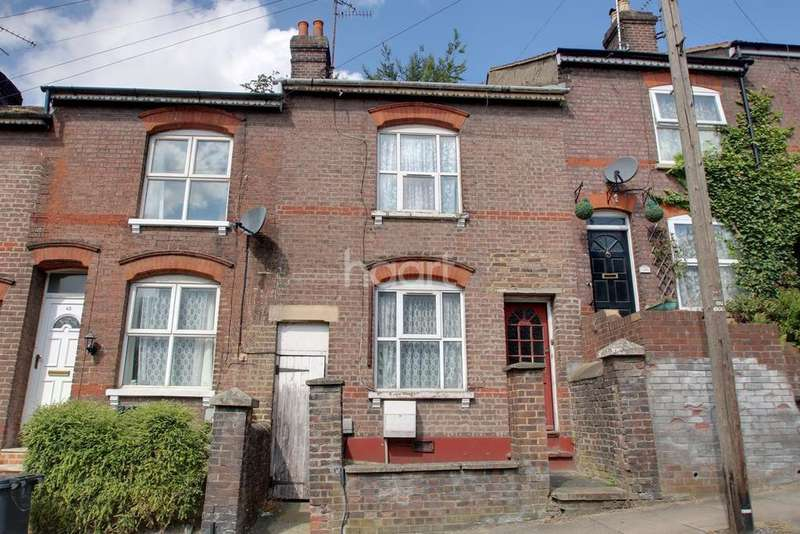 3 Bedrooms Terraced House for sale in Winsdon Road, Town Centre