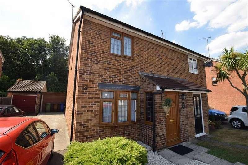 3 Bedrooms Semi Detached House for sale in Curling Lane, Badgers Dene, Grays, Essex