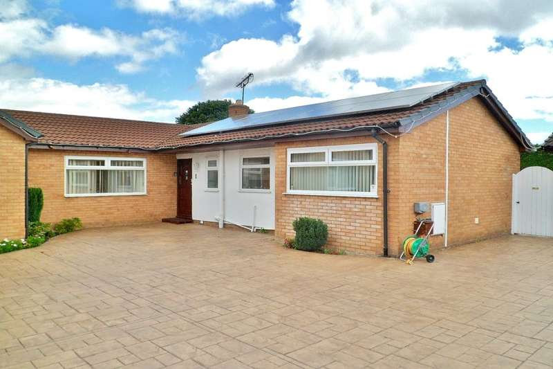 3 Bedrooms Detached Bungalow for sale in Eastleigh Close, Wrexham, LL11