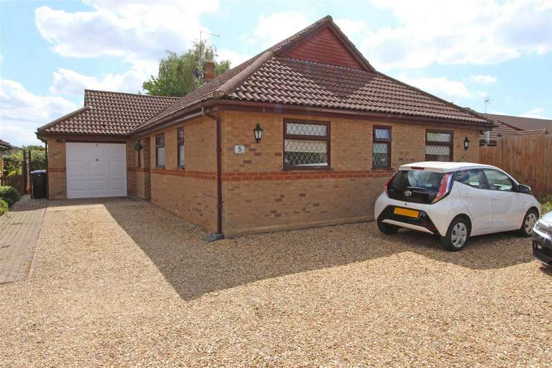 3 Bedrooms Bungalow for sale in Pearces Lane, Morton, Bourne