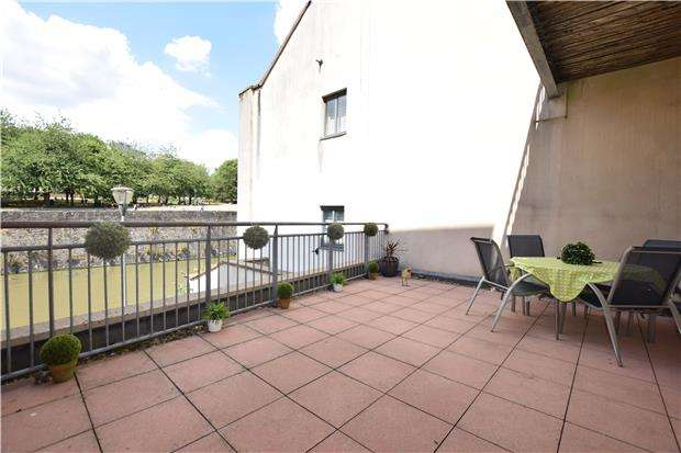 2 Bedrooms Flat for sale in Brewhouse, Georges Square, Redcliffe, BRISTOL, BS1 6LA