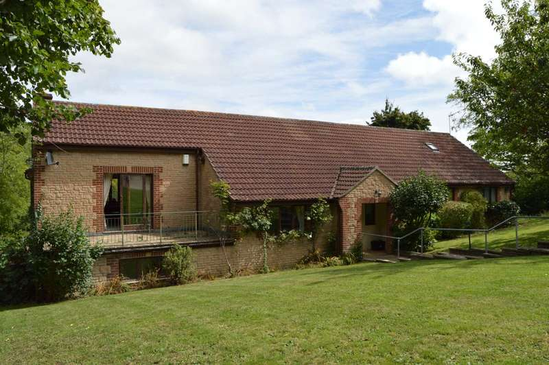 4 Bedrooms Detached House for sale in Wadeford Near Chard