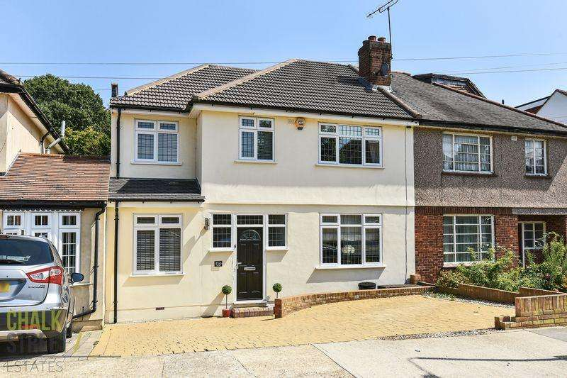 4 Bedrooms Semi Detached House for sale in Lake Rise, Romford, RM1