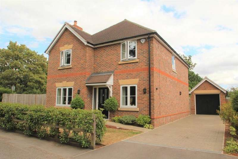 4 Bedrooms Detached House for sale in The Avenue, Mortimer Common, RG7