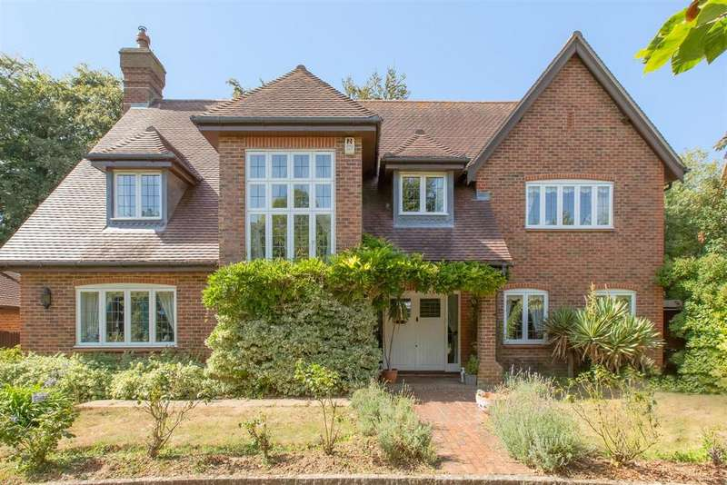 5 Bedrooms Detached House for sale in First Avenue, Charmandean, Worthing