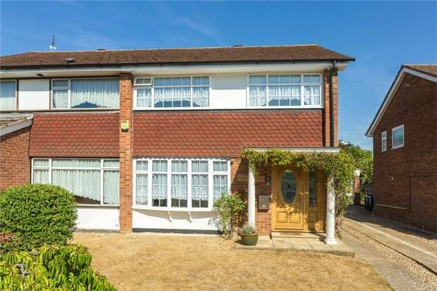 3 Bedrooms Semi Detached House for sale in 18 Glaisyer Way, Iver Heath, Buckinghamshire