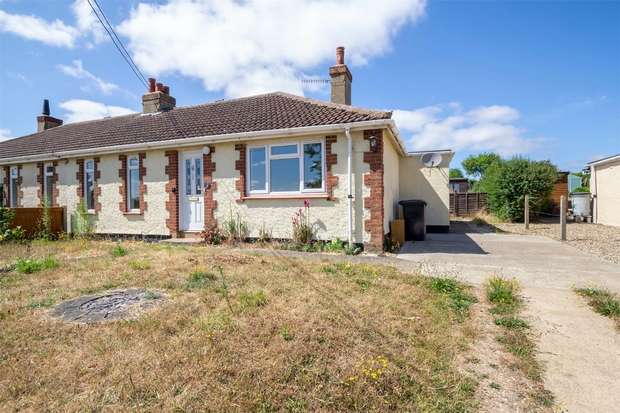 3 Bedrooms Semi Detached Bungalow for sale in 15 St Peters Road, Little Walsingham