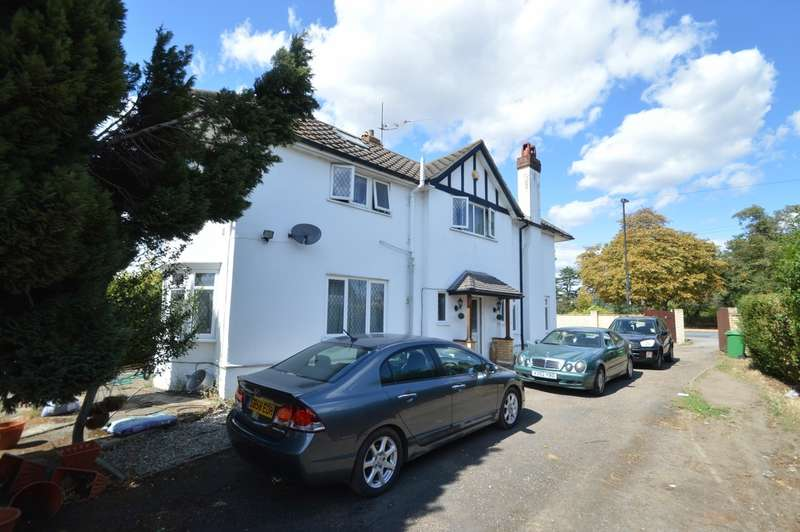 4 Bedrooms Detached House for sale in London Road, Langley, SL3