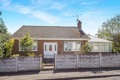 3 Bedrooms Bungalow for sale in Blackhill Drive, Carlton, Nottingham, Nottinghamshire