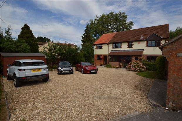5 Bedrooms Detached House for sale in Charfield Road, Kingswood, WOTTON-UNDER-EDGE, Gloucestershire, GL12 8SL