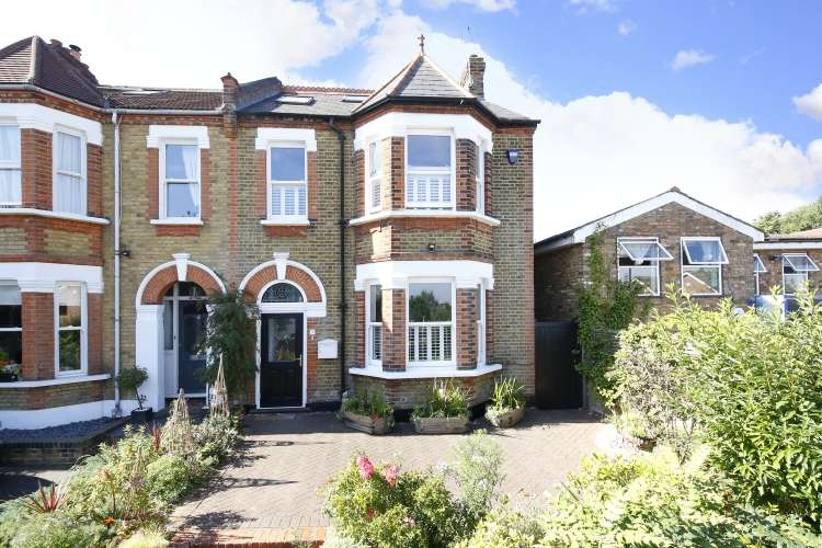 4 Bedrooms Semi Detached House for sale in Foxcroft Road London SE18