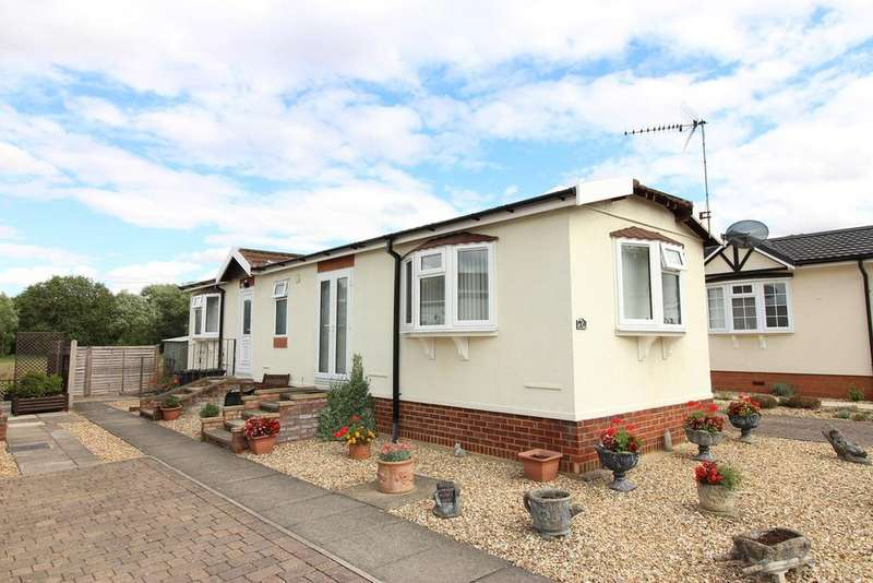 2 Bedrooms Park Home Mobile Home for sale in The Birches, Pine View Park, Maulden, MK45