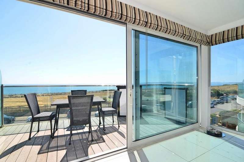 3 Bedrooms Apartment Flat for sale in Boscombe Overcliff Drive, Bournemouth
