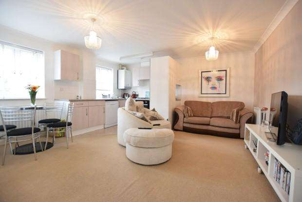 2 Bedrooms Apartment Flat for sale in East View Place, Reading, RG1