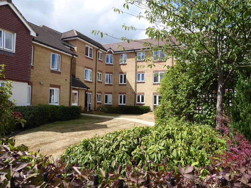 1 Bedroom Retirement Property for sale in Douglas Bader Court, Howth Drive, Woodley, Reading