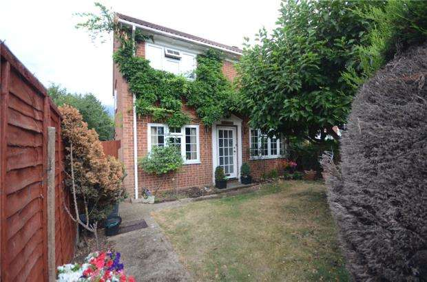 3 Bedrooms Semi Detached House for sale in Camden Road, Maidenhead, Berkshire
