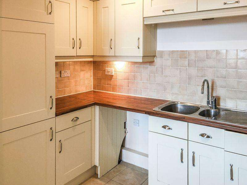 1 Bedroom Apartment Flat for sale in ***Attention All Investors/London Commuters***
