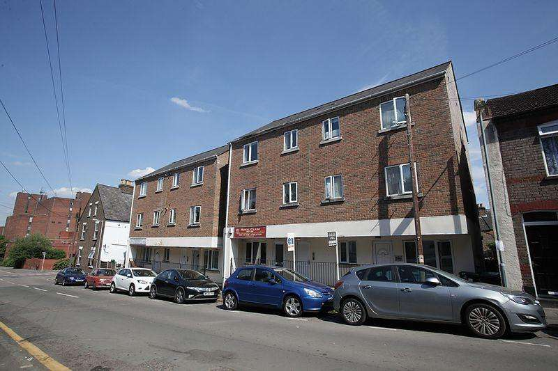 1 Bedroom Apartment Flat for sale in Town Centre Ground Floor Apartment