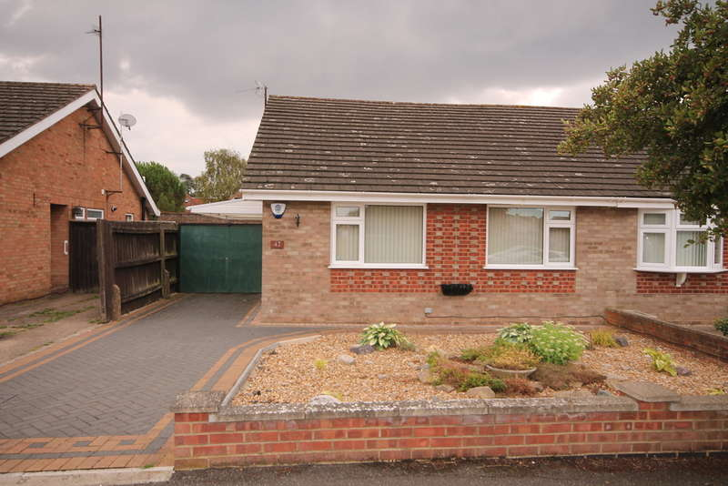 2 Bedrooms Semi Detached Bungalow for sale in Aspen Avenue, Putnoe, MK41