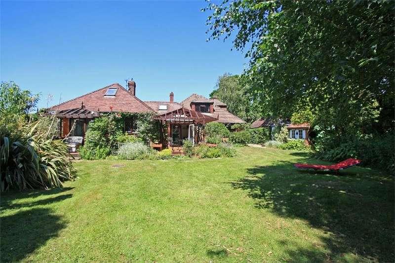 4 Bedrooms Chalet House for sale in Lymington, East End, Lymington, Hampshire