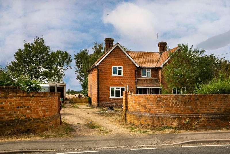 3 Bedrooms Cottage House for sale in Mortimer Road, Lambswood Hill, Grazeley, Reading, RG7 1JT