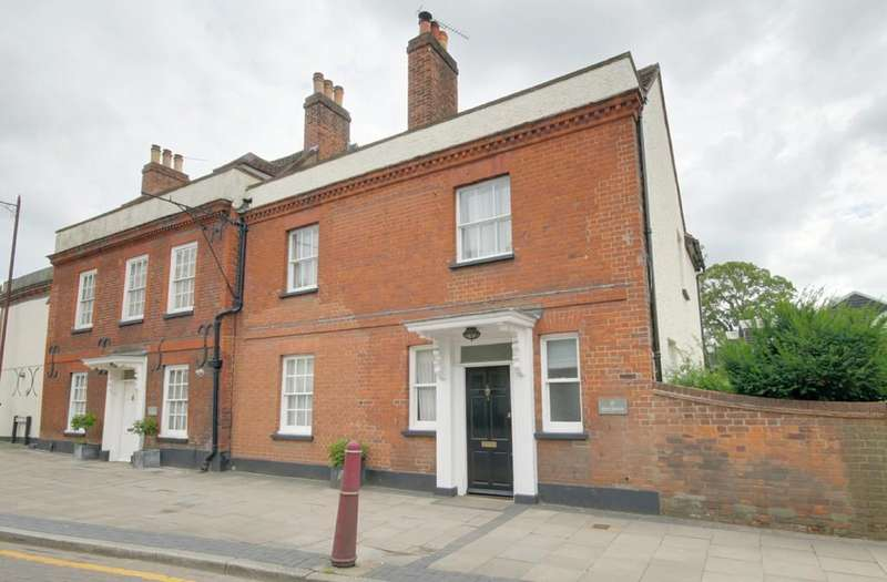 3 Bedrooms Semi Detached House for sale in High Street, Stanstead Abbotts
