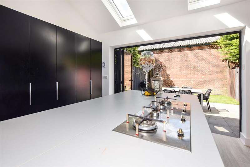 2 Bedrooms House for sale in Wandle Bank, London