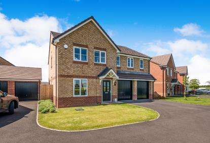 5 Bedrooms Detached House for sale in Jefferson Walk, Marston Grange, Stafford, Staffordshire