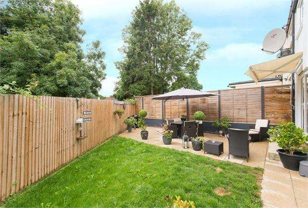 4 Bedrooms Semi Detached House for sale in Rydal Crescent, Perivale, Middlesex. UB6 8EQ