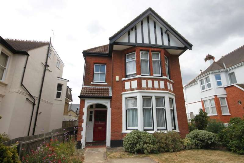5 Bedrooms Detached House for sale in Preston Road, Westcliff-on-Sea