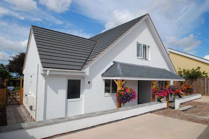 4 Bedrooms Detached Bungalow for sale in George Nympton Road, South Molton
