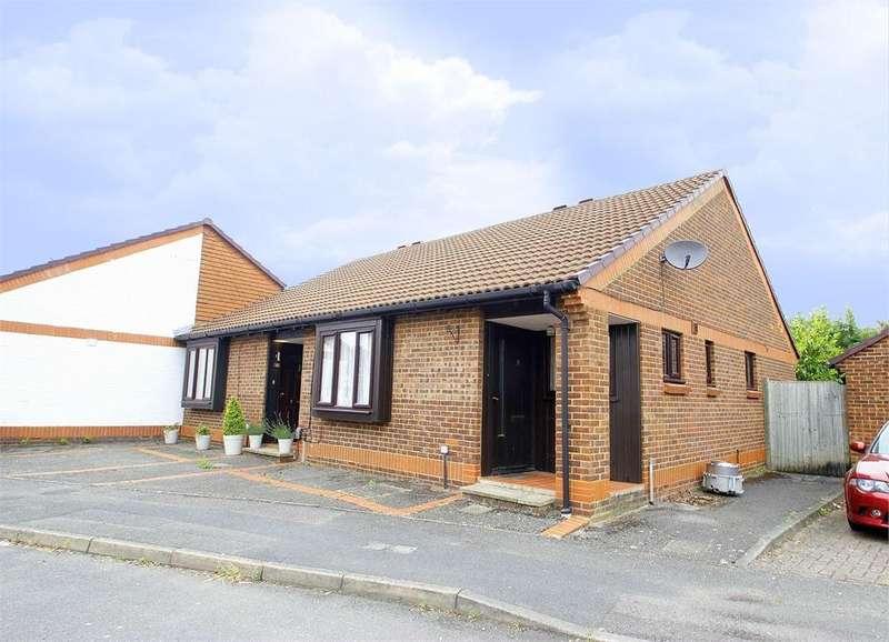2 Bedrooms Terraced Bungalow for sale in Cobb Close, Datchet, Berkshire