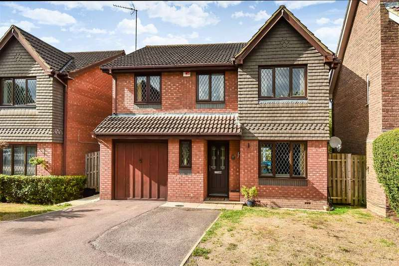 4 Bedrooms Detached House for sale in Carnation Close, Crowthorne