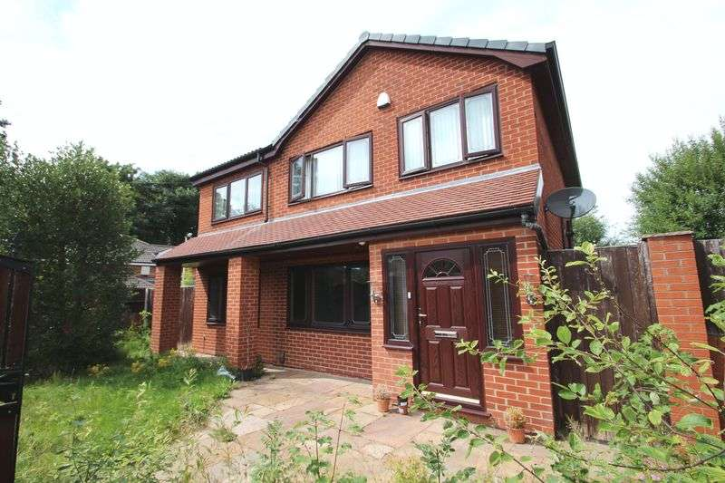 4 Bedrooms Property for sale in Highfield Avenue Romiley, Stockport
