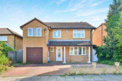 5 Bedrooms Detached House for sale in Illingworth Place, Oldbrook, Milton Keynes, Bucks