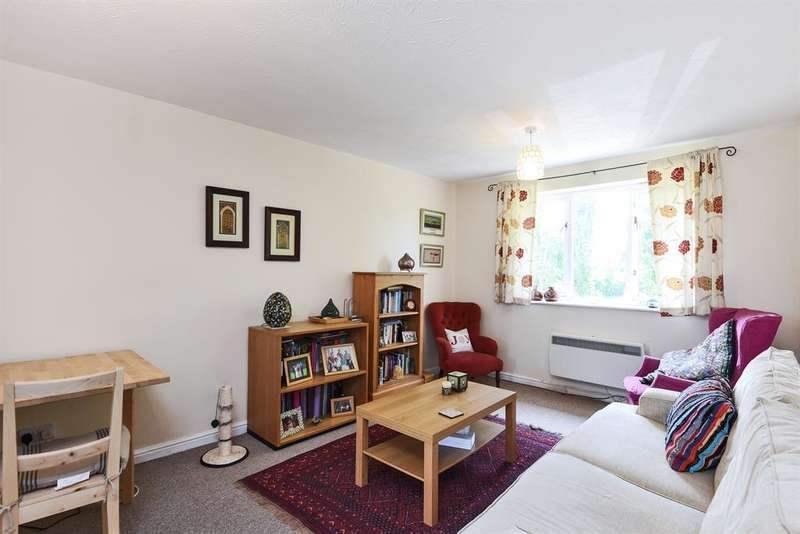 2 Bedrooms Flat for sale in Cumberland Place, London, SE6 1NA