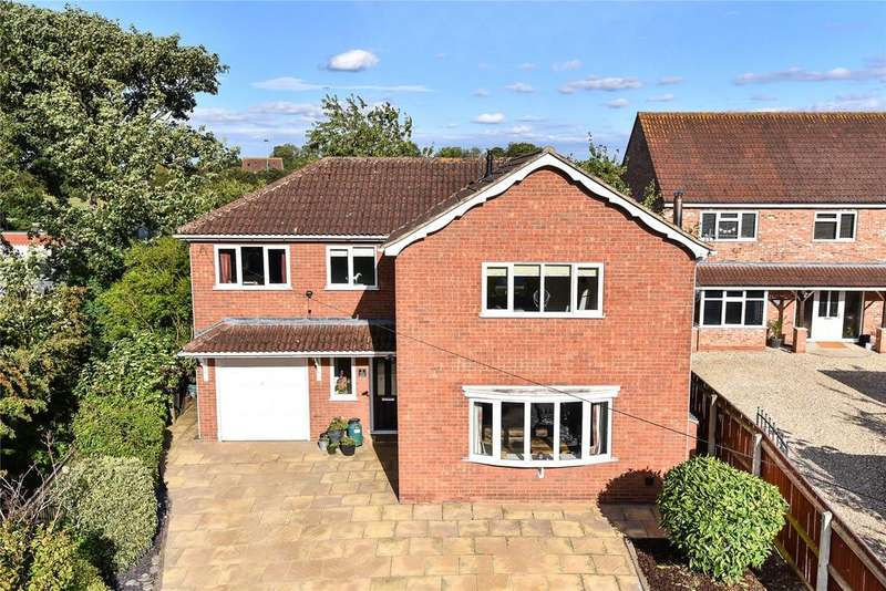 4 Bedrooms Detached House for sale in Abbey Road, Ulceby, DN39