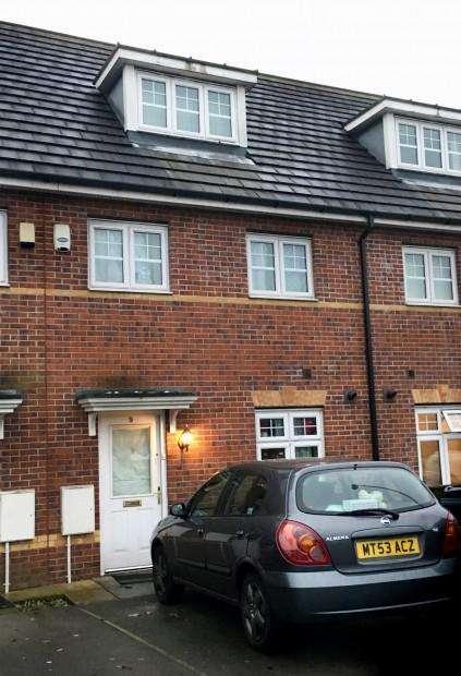 3 Bedrooms Town House for sale in Alderglen Road, Manchester, M8