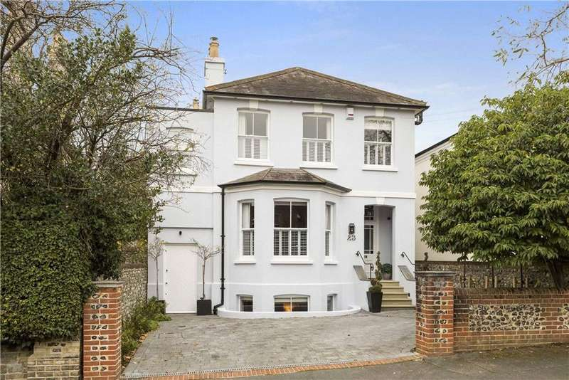 4 Bedrooms Detached House for sale in Austen Road, Guildford, Surrey, GU1