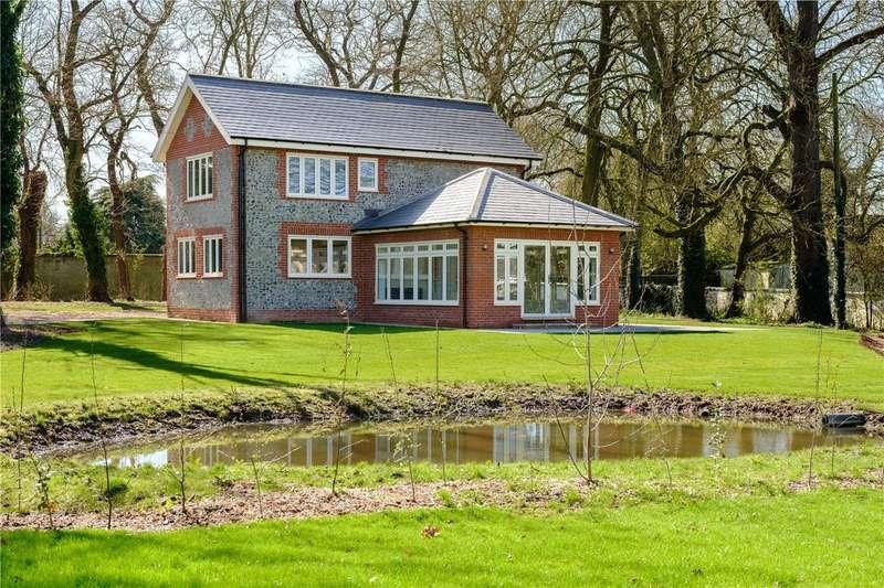 4 Bedrooms Detached House for sale in Highlodge, Lakenheath Hall Park, Lakenheath, IP27