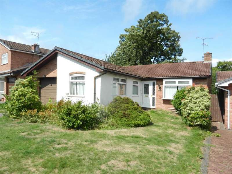 3 Bedrooms Detached Bungalow for sale in 3 Woodside Close, Esless Park, Rhostyllen, LL14 4DE